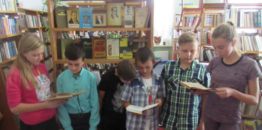 До 250-річчя з дня народження Івана Котляревського в Овруцькій бібліотеці представили книжкову виставку