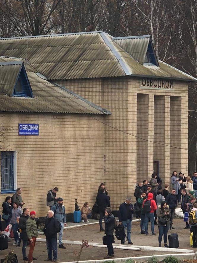 Біля Коростеня з потяга евакуювали 500 пасажирів: шукають вибухівку