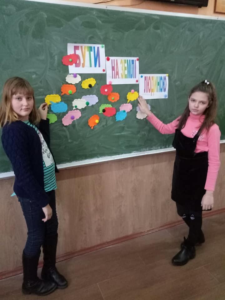 У Коростені школярі долучились до Всесвітньої акції «16 днів проти насилля»