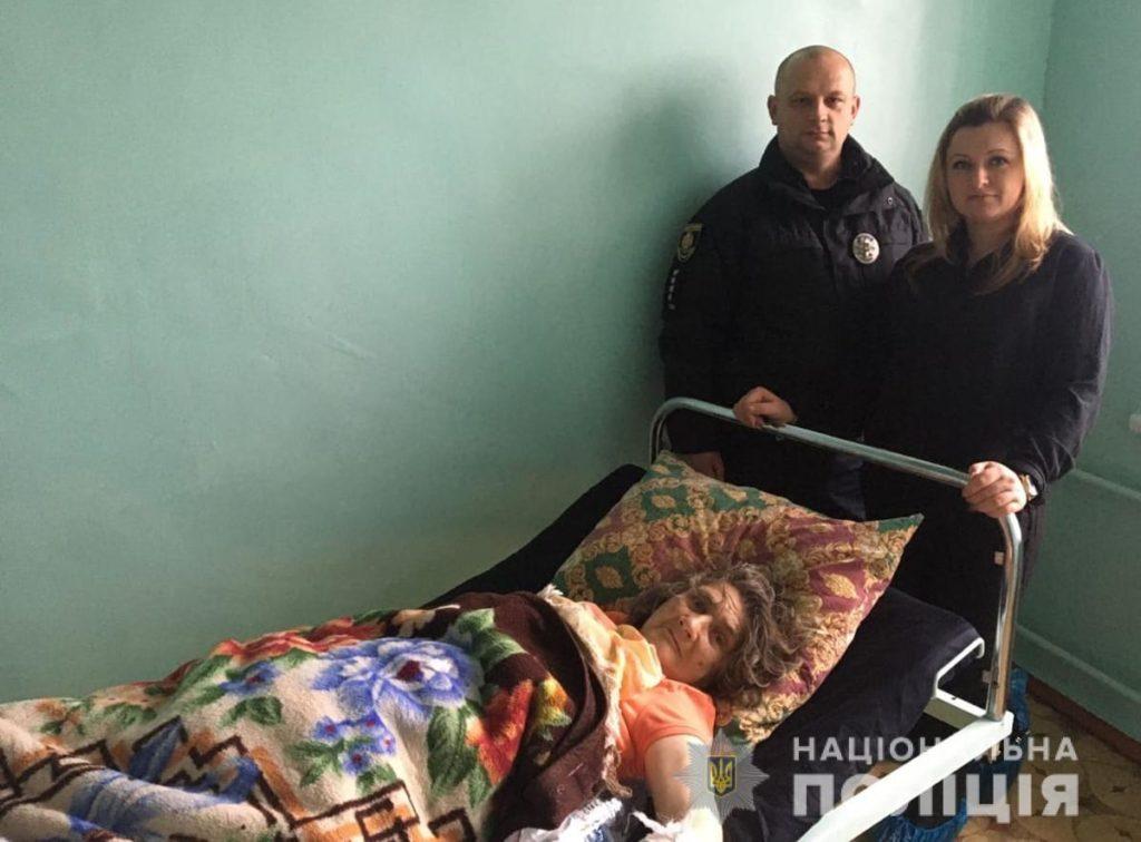 На Житомирщині поліцейські врятували пенсіонерку від загибелі у зимовому полі