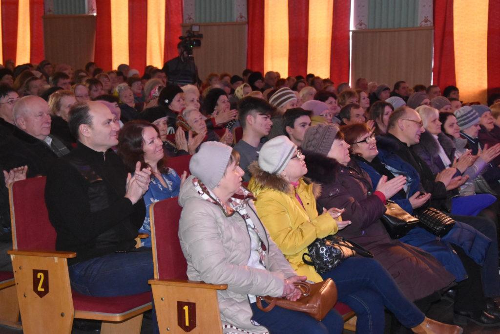 Митці палацу культури Коростеня зібрали шанувальників на свій творчий звіт