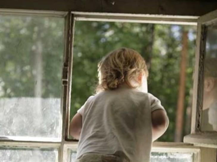 На Житомирщині жінка замкнула 11-річного сина на кілька днів вдома без їжі