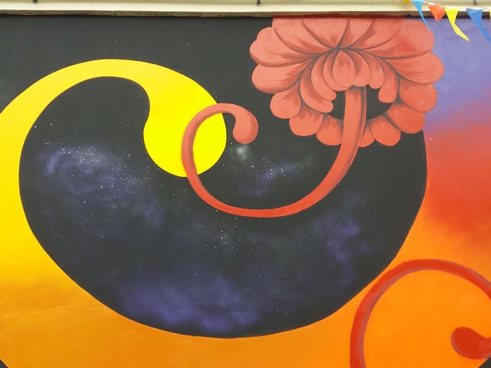 Петриківка і амури: у центрі Житомира з'явився 20-метровий мурал про кохання